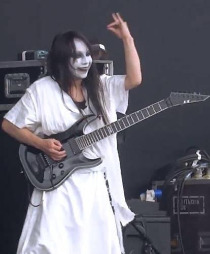 BABYMETALの神バンドでギターを担当していた藤岡幹大
