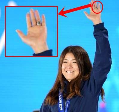 ソチオリンピックの時の小野塚彩那の指輪