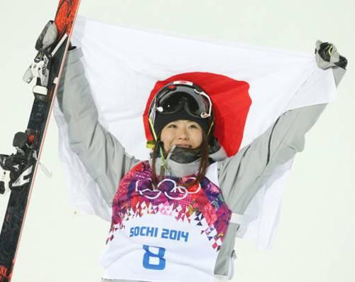 ソチオリンピックのフリースタイルスキー女子ハーフパイプで銅メダルを獲得した小野塚彩那