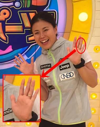 2017年にテレビ出演した時の小野塚彩那の指輪