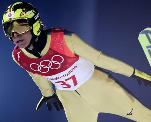平昌オリンピックのノーマルヒルをチャック全開で飛んでしまった葛西紀明