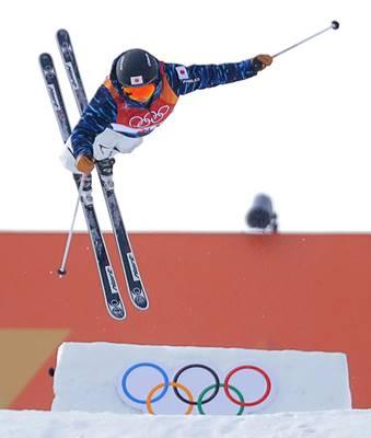 平昌オリンピック・フリースタイルスキー女子モーグル予選で滑る村田愛里咲
